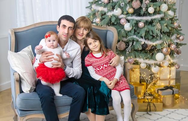 아름 다운 배경에 크리스마스 가족입니다. 선택적 초점입니다. 휴일.