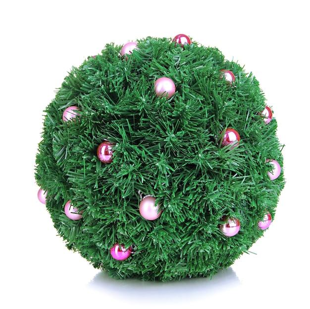 白い表面に分離された装飾とクリスマスのモミの木のボール