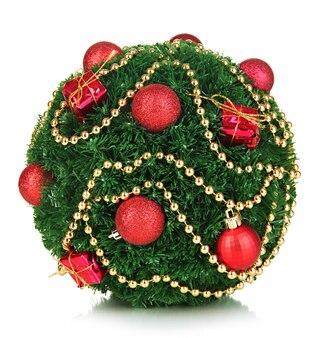 白で隔離の装飾とクリスマスのモミの木のボール