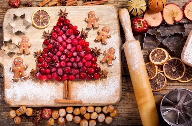 Елка елка ингредиенты для приготовления елки из замороженной клюквы.