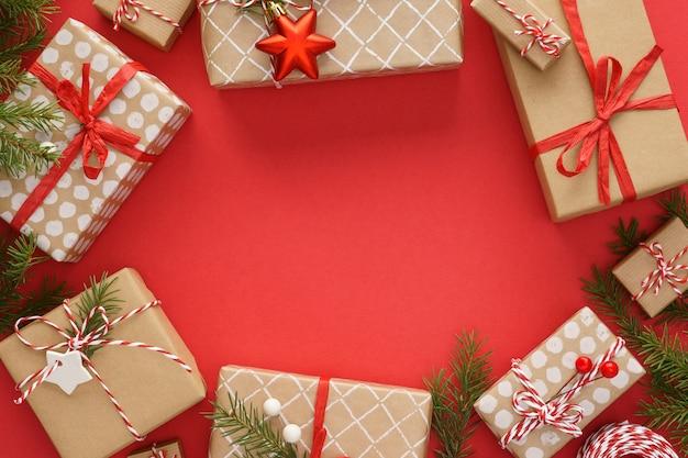 선물 상자와 장식 크리스마스 프레임
