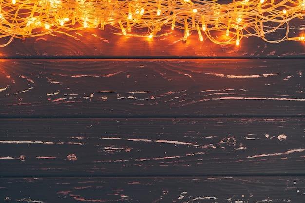 복사 공간 나무 배경에 크리스마스 화환