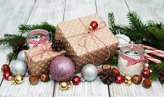 クリスマスギフトボックスと装飾