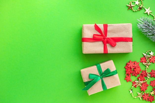 장식 요소와 크리스마스 선물 상자