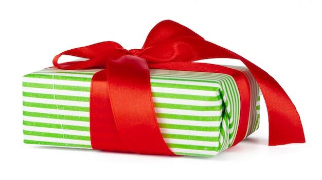 赤いリボンとクリスマスギフトボックス