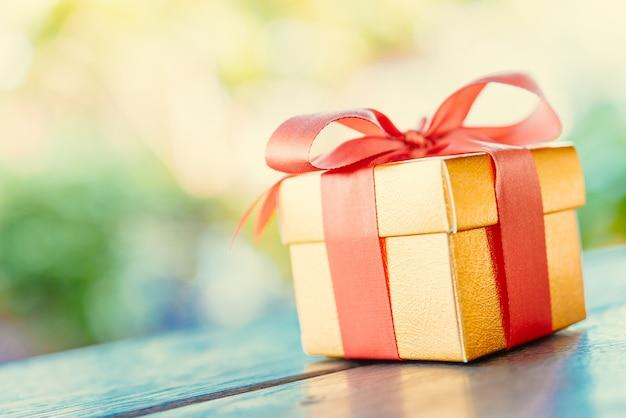 Рождественская подарочная коробка