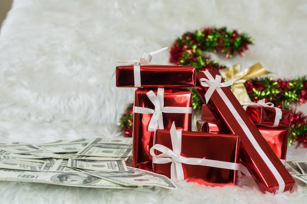 Рождественские подарочные коробки в блестящий день