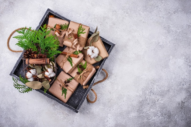 Рождественские подарочные коробки в экологически чистой бумажной упаковке без отходов