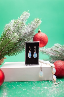 Рождественский подарок женщине