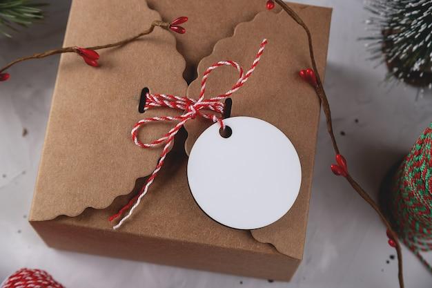 Рождественский подарок теги макет круглый макет
