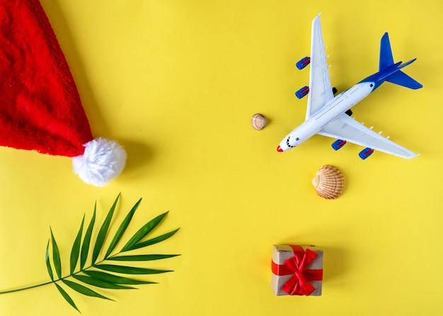 열대 섬으로 떠나는 크리스마스 선물 여행. 크리스마스 휴가에 여름 휴가의 개념.