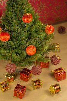 クリスマスプレゼントとクリスマスツリーの小枝