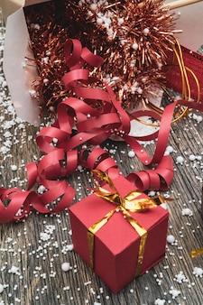 Wok紙包装箱でのクリスマスプレゼント。アジアのファーストフードの場合。