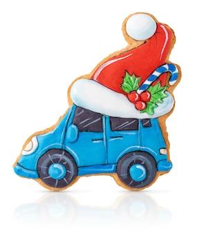 클리핑 패스와 함께 흰색 배경에 고립 된 산타 모자와 크리스마스 진저 자동차.