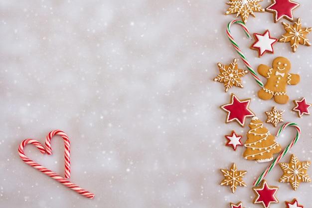 Новогодняя композиция из пряников с конфетным сердечком
