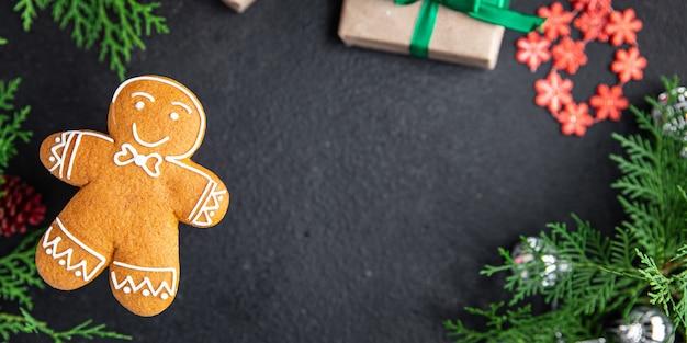 クリスマスジンジャーブレッドクッキー甘いデザートギフト新年グリーティングカード自家製ペストリービスケット