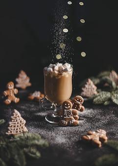 Рождественские пряники и какао с зефиром