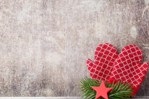 벽에 크리스마스 장갑