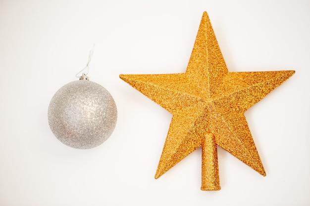 Рождественские золотые украшения
