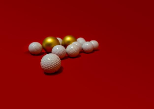 Новогодняя гольф-композиция с золотыми шарами от елки адаптация для новогодних посланий