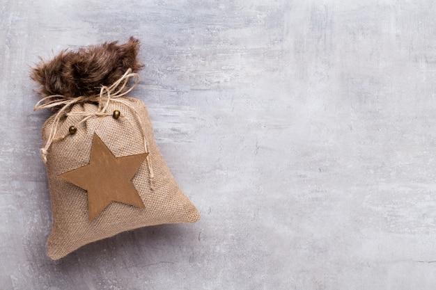 クリスマスグレーギフト。クリスマスのグリーティングカードの背景。