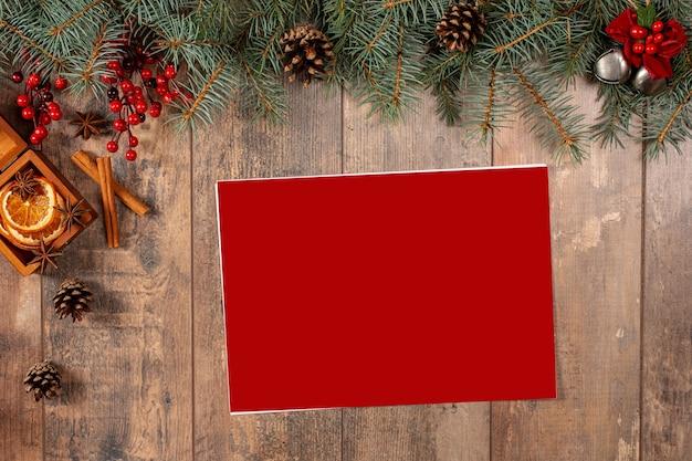 Рождественская открытка декор ель вид сверху с пространством для ваших желаний