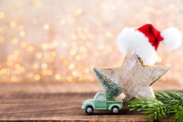 크리스마스 인사말 카드입니다. 회색 배경에 축제 장식입니다. 새해 개념. 공간을 복사하십시오. 평평하다. 평면도.