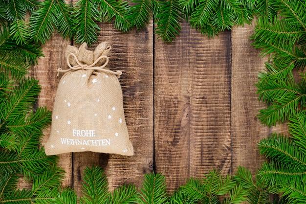 クリスマスのグリーティングカード。木製のお祭りの装飾。
