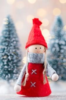 クリスマスのグリーティングカード。 gnomeのお祭りの背景。新年のシンボル。