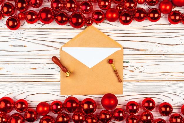 크리스마스 인사말 카드 또는 빨간 싸구려 backround에 대 한 편지