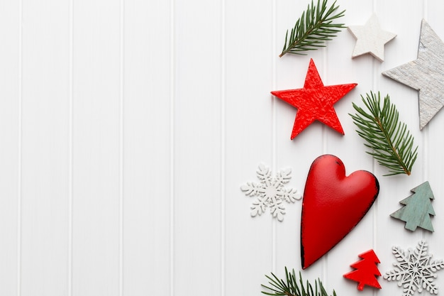 クリスマスの素朴な装飾が施されたクリスマスグリーティングカード。