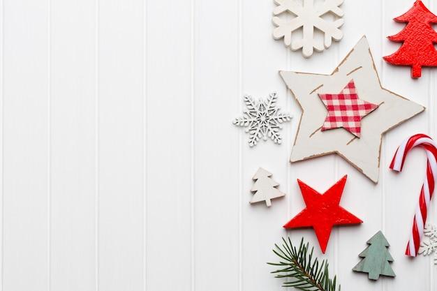 크리스마스 소박한 장식과 크리스마스 인사말 카드입니다.