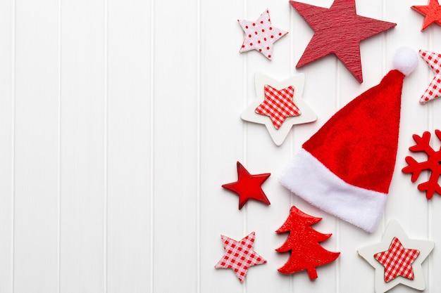 Рождественская открытка с рождественскими украшениями в деревенском стиле