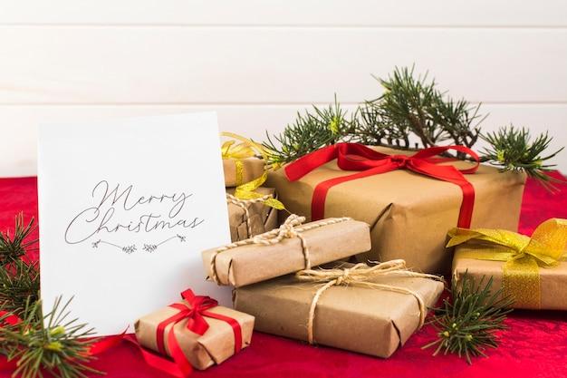 Biglietto di auguri di natale con scatole regalo