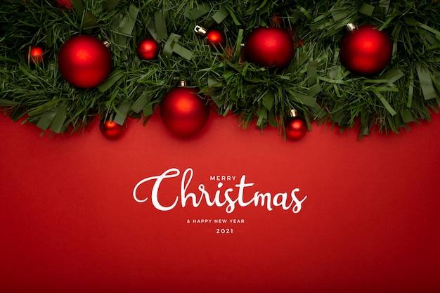 赤いテーブルの上に花輪とクリスマスの挨拶