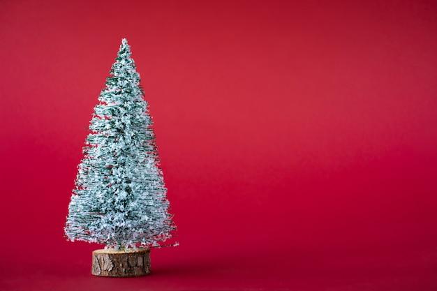 Рождественский праздник фон. заснеженная елка