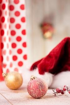 サンタ帽子とクリスマス休暇の背景