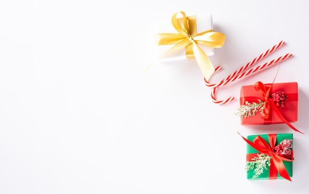 크리스마스 휴일 구성 선물 상자와 장식 선물