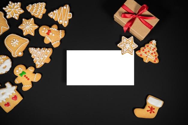 あなたのテキストのコピースペースと黒の背景にクリスマス休暇の構成