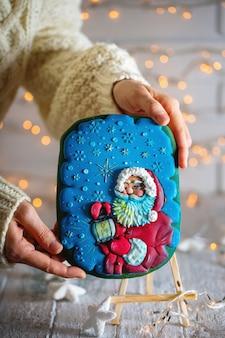 サンタクロースとクリスマスの自家製ジンジャーブレッドクッキー
