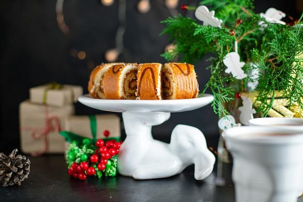 Рождественский домашний бисквитный рулет