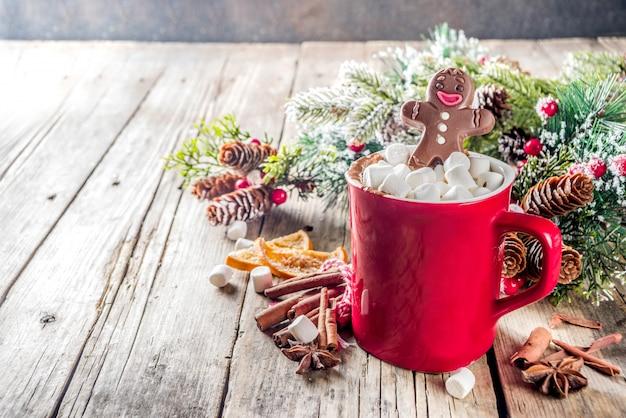 チョコレートジンジャーブレッド人とクリスマスホットチョコレートマグカップ