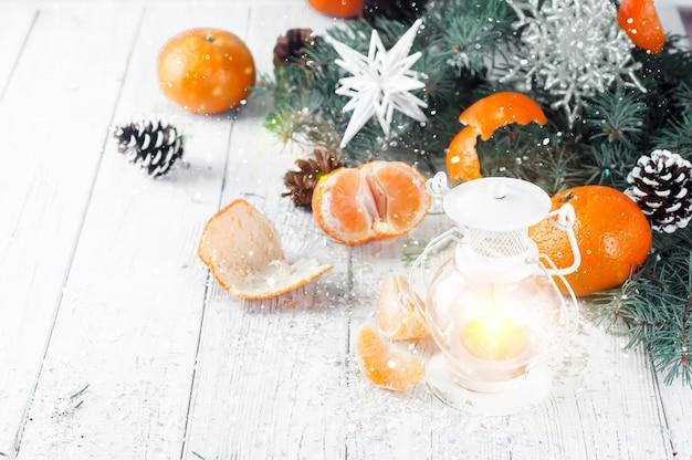 흰색 나무 배경 크리스마스 latern