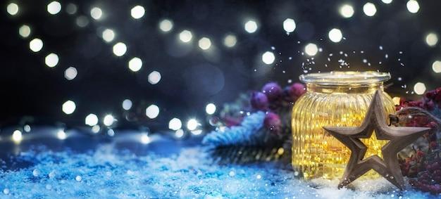 瓶の中のクリスマスイルミネーション、クリスマスと年末年始の背景、冬のシーズン。