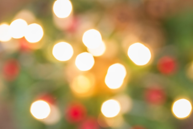 Рождественские огни расфокусированным фон
