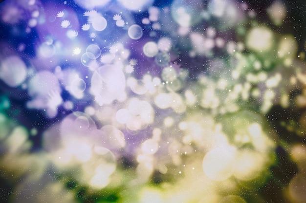 Рождественские огни. золотой праздник новый год абстрактный блеск расфокусированным фон с мигающими звездами и искрами.