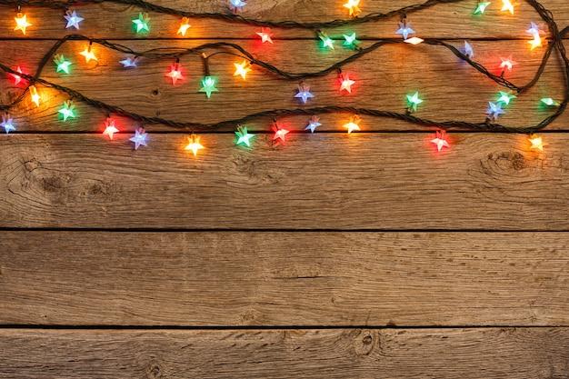 Рождественские огни на деревянных досках