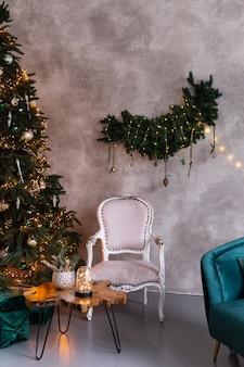 크리스마스 트리, 선물 및 조명 크리스마스 거실 인테리어