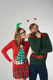 若いカップルのクリスマスの狂気
