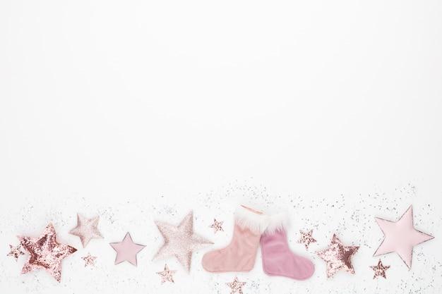 ピンク色のクリスマスミニマルでシンプルな構図